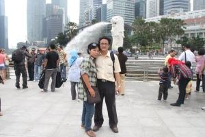 Tanjung dan Dewi. Di Singapura. Sabtu 11 Juni 2011 (362)