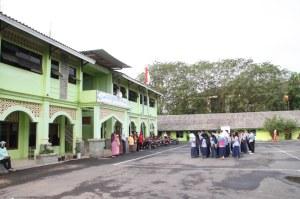 SMP IT Nurul Muhajirin Tiban Indah. Su 4 Juni 2011. F Suprizal Tanjung (11) image