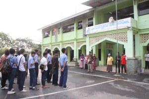SMP IT Nurul Muhajirin Tiban Indah. Su 4 Juni 2011. F Suprizal Tanjung (44) image