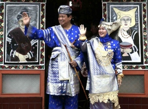 SBY dan Nyonya SBY Diberi Gelar Datuk Minang