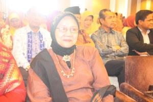 Raudha Thaib. Prof DR. Mu 9 Okt 2011. F Suprizal Tanjung (1) image