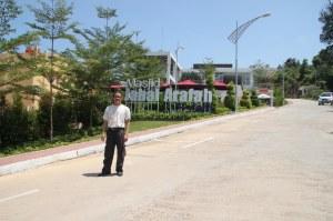 dewi-dan-suprizal-tanjung-di-masjid-jabal-arafah-batam-jumat-26-oktober-2012-f-suprizal-tanjung-1-image