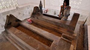 Makam Datuk Karama 1