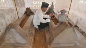 Makam Datuk Karama 2