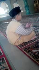Sabtu 2 Maret 2016 Raihan berdoa di Masjid Nurul Huda 1